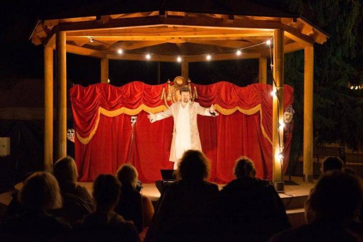 NonSENs noci svätojánskej, Túlavé divadlo (fotoarchív festivalu)