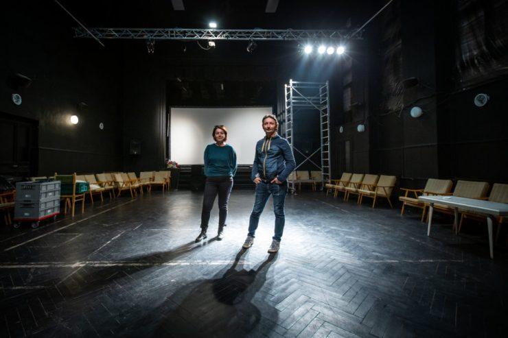 Iveta a Michal v štúdiu Divadla Pôtoň (foto T. Benedikovič)