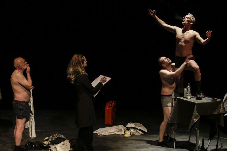 Divadlo SkRAT: Šľachtici. Príbehy z lepšej spoločnosti (foto C. Bachratý)
