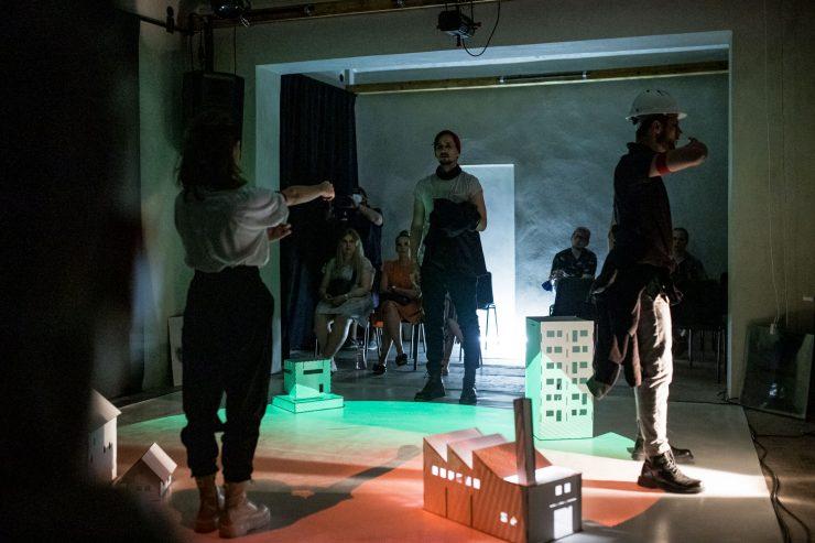 Divadlo Na Peróne: My, ľud! (fofo D. Hanko)