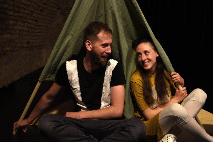 Divadlo Fí: Domy - stromy (foto: Júlia Jurinová)