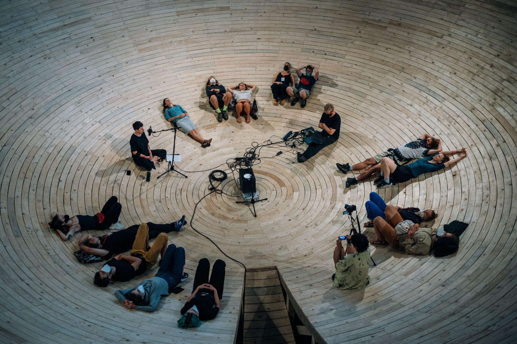 F. Király, E. Vozárová: I Am Sitting in a Room (foto M. Jančúch)