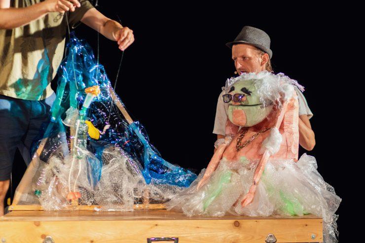 Bábkové divadlo Morgonrock: Lovec plastov Zero Waste (foto Michal Líner)