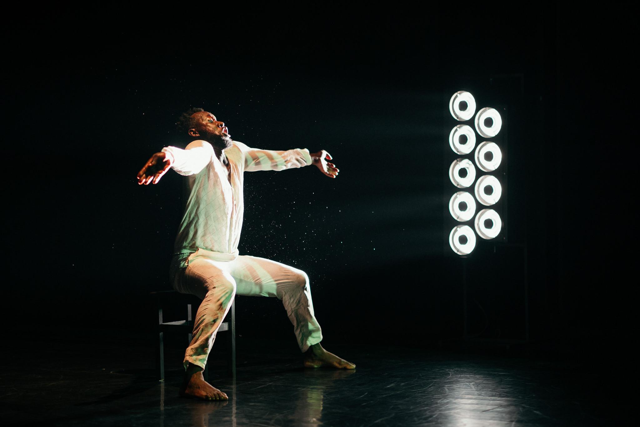 Faso Danse Théâtre & Serge Aimé Coulibaly: FITRY (foto V. Veverka)